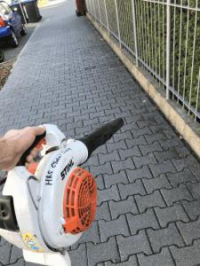 Gehweg-Reinigung-Hausmeister-Mignon-Pflege-Service-Dienst-Rhein-Main-Außenanlagen-225x300
